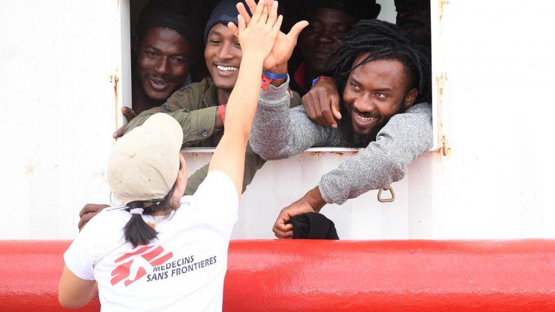 Ocean Viking llega a Sicilia