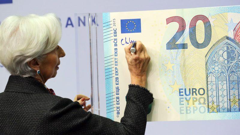 """Lagarde: """"Los billetes de euro reflejan el esfuerzo de unir a Europa"""""""